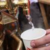Возле станций метро «Выхино» и «Кузьминки» раздают бесплатный чай