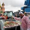 Сегодня на Красной площади приготовили самый большой в мире греческий салат весом в 20 тонн.