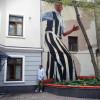 На стене на Малой Дмитровке появился рисунок «Сеятель». Как название соотносится с изображением — думайте сами.