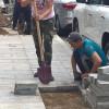 Типичная картина последних лет: рабочие старательно снимают плитку, уложенную год назад